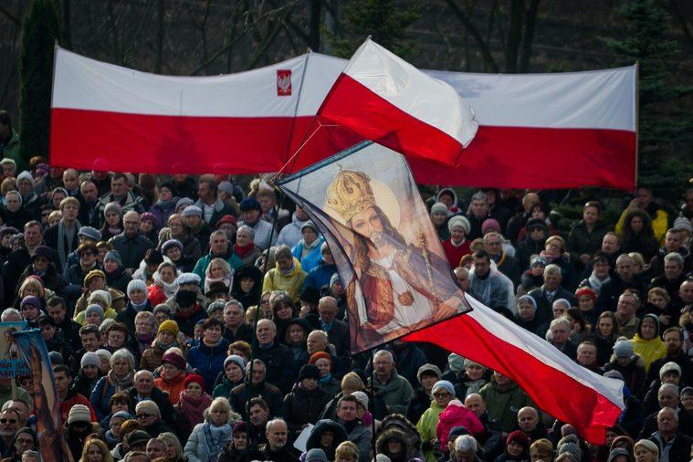 """De forma solene, Polônia reconhece Jesus Cristo como """"Rei"""" do país - Sim,  sou Católico"""